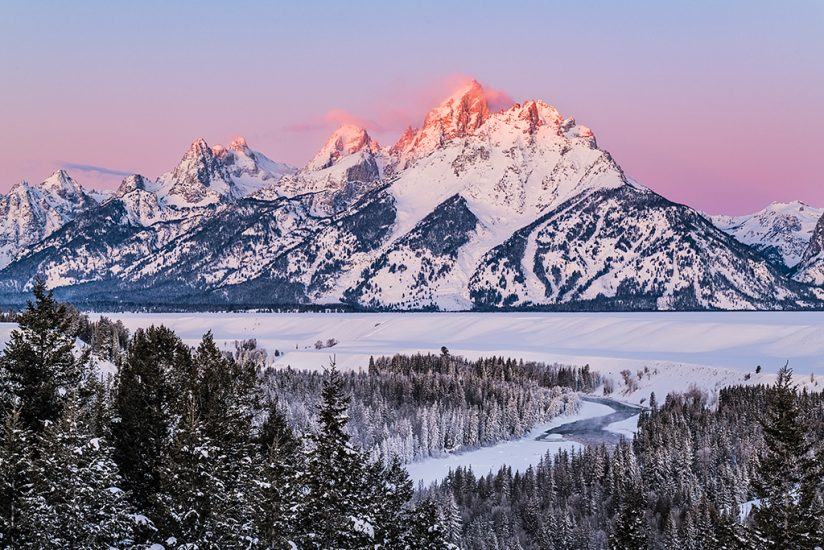 Winter landscape photography: alpenglow at the Snake River