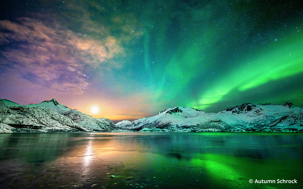 Image of the moon with the aurora borealis