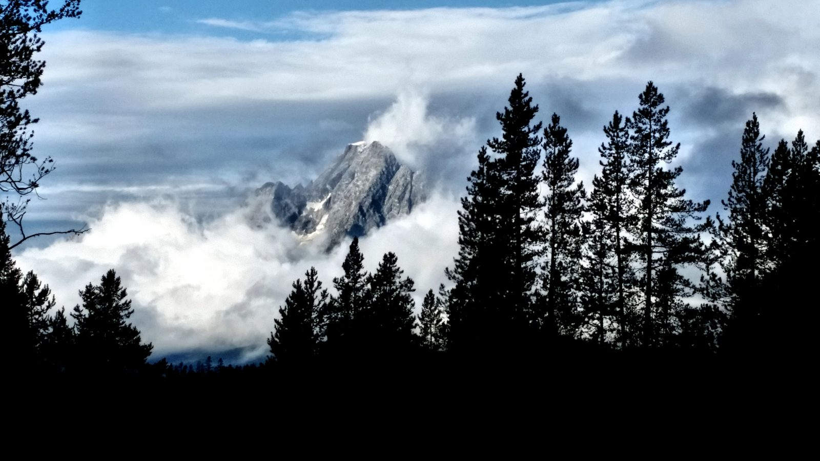 THE GRAND TETON SPLENDOR