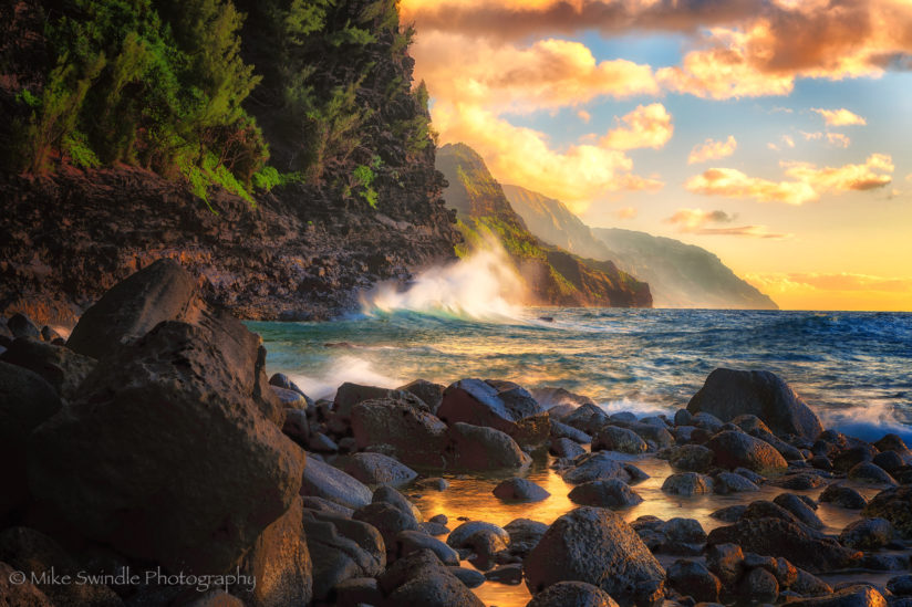 Crashing waves at NaPali Cliffs
