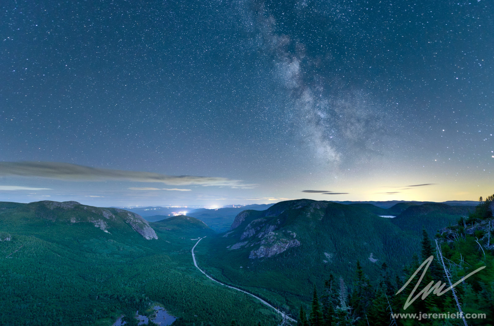 Milky way over the valley