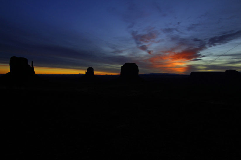 Sunrise, monument Valley Utah