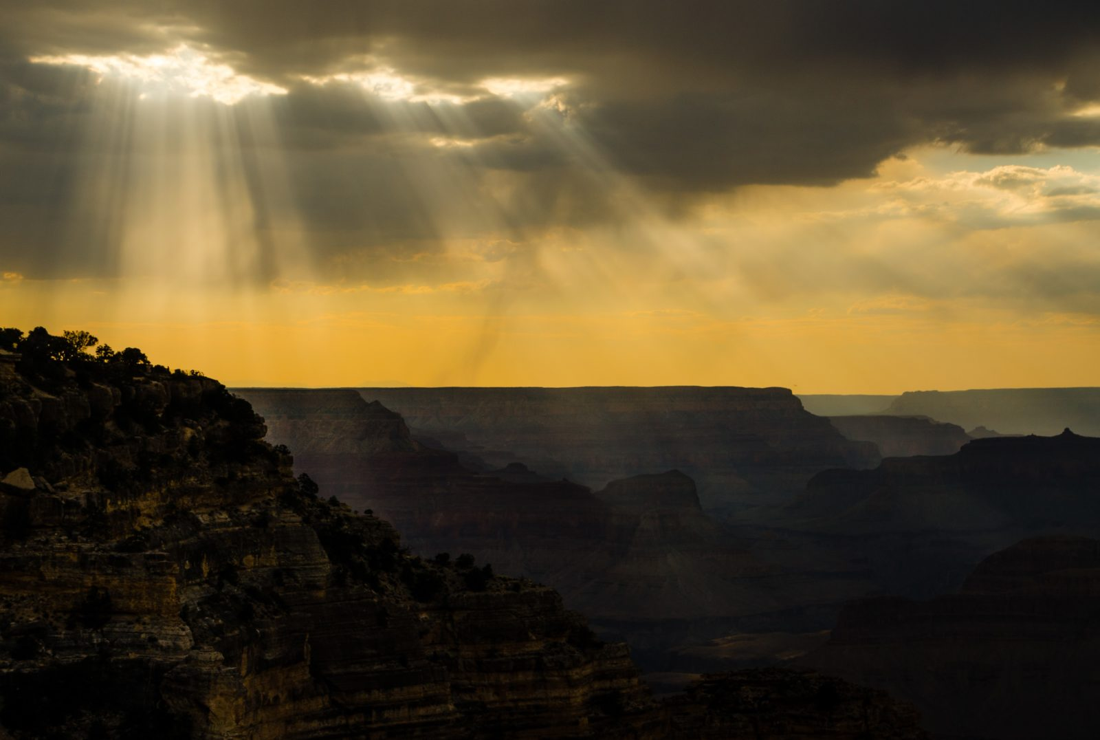 Solumns of Sunlight, Grand Canyon, Arizona