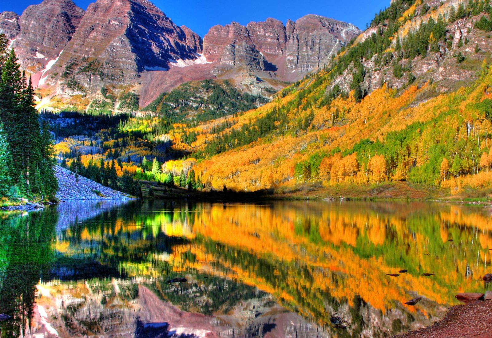 Fall colors of Maroon Bells