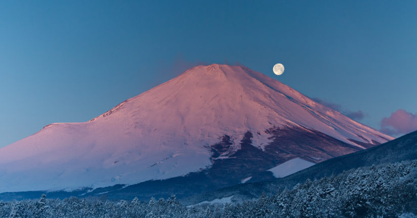 Moonset over Fuji