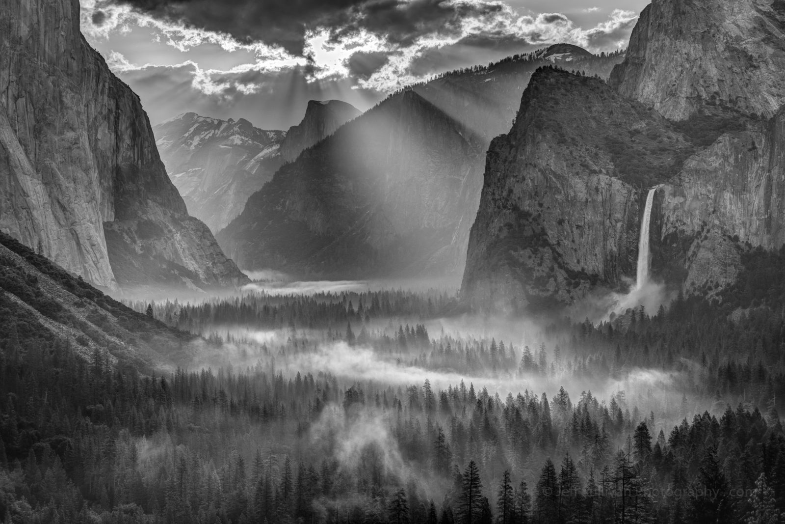 Sun Rays on Yosemite Valley Morning Fog