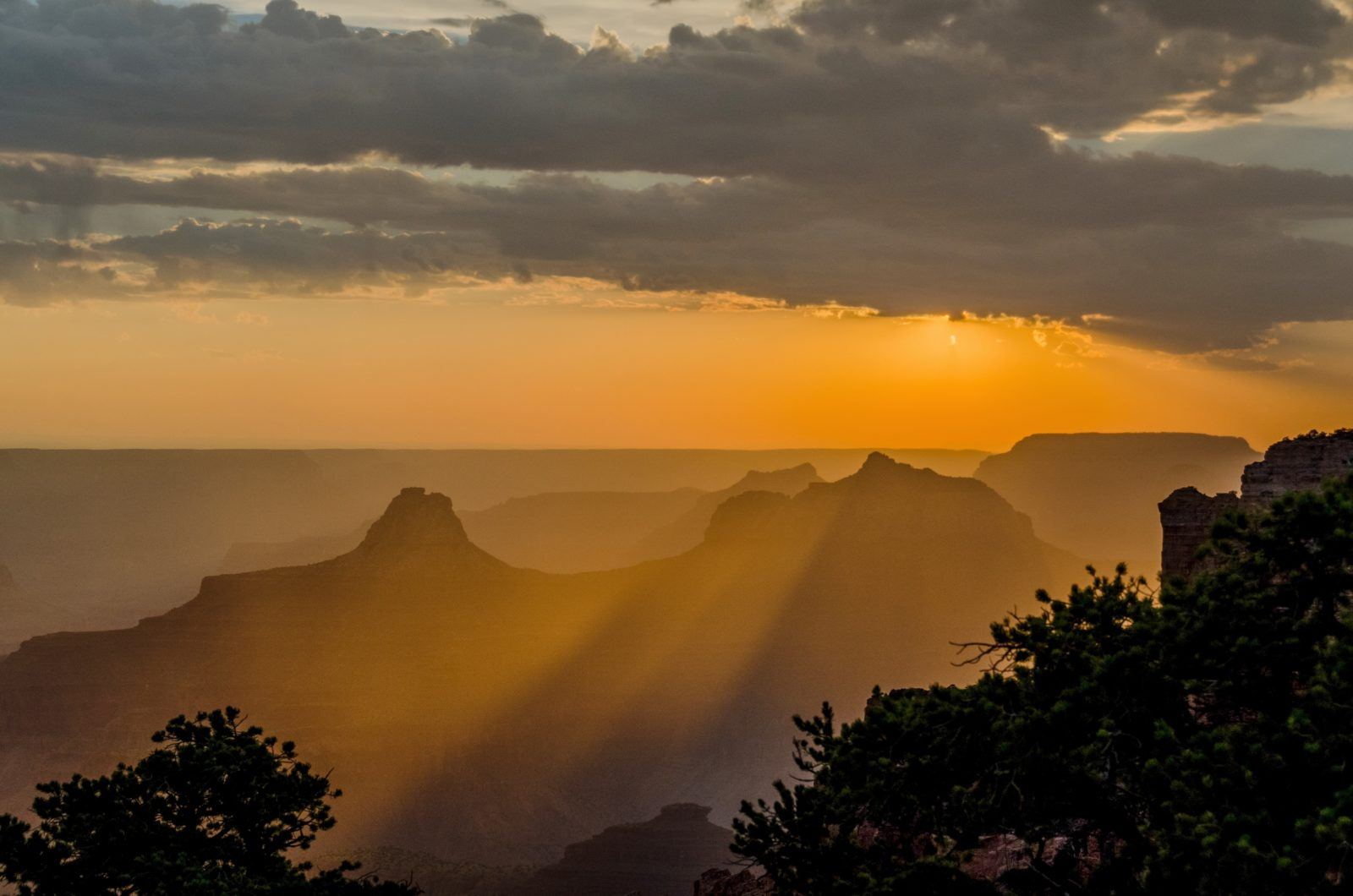 Grand Canyon sunset rays