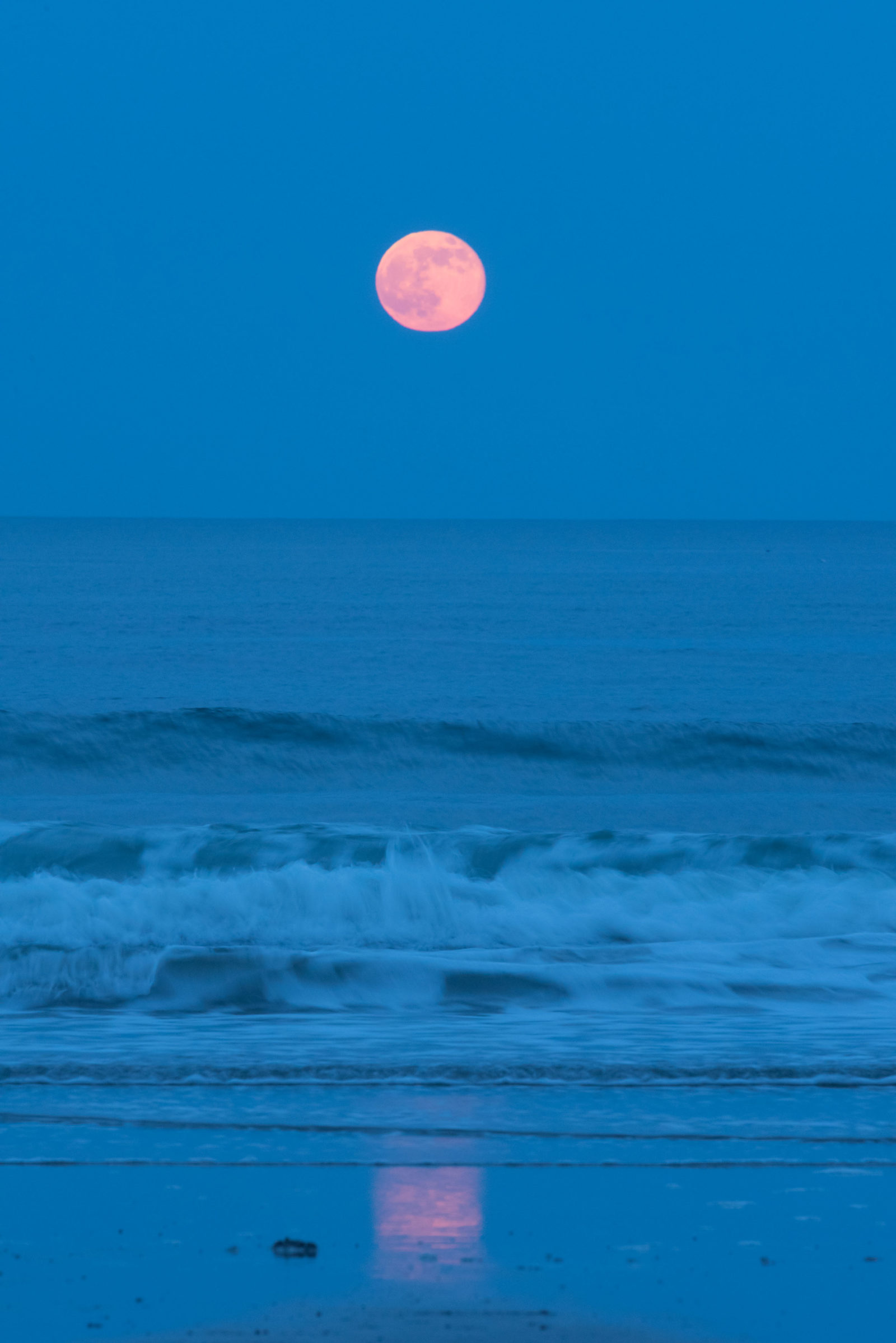 Strawberry moon over the Atlantic