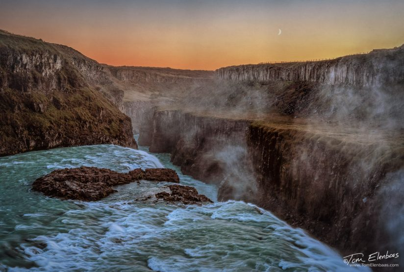 Gullfoss Moonset