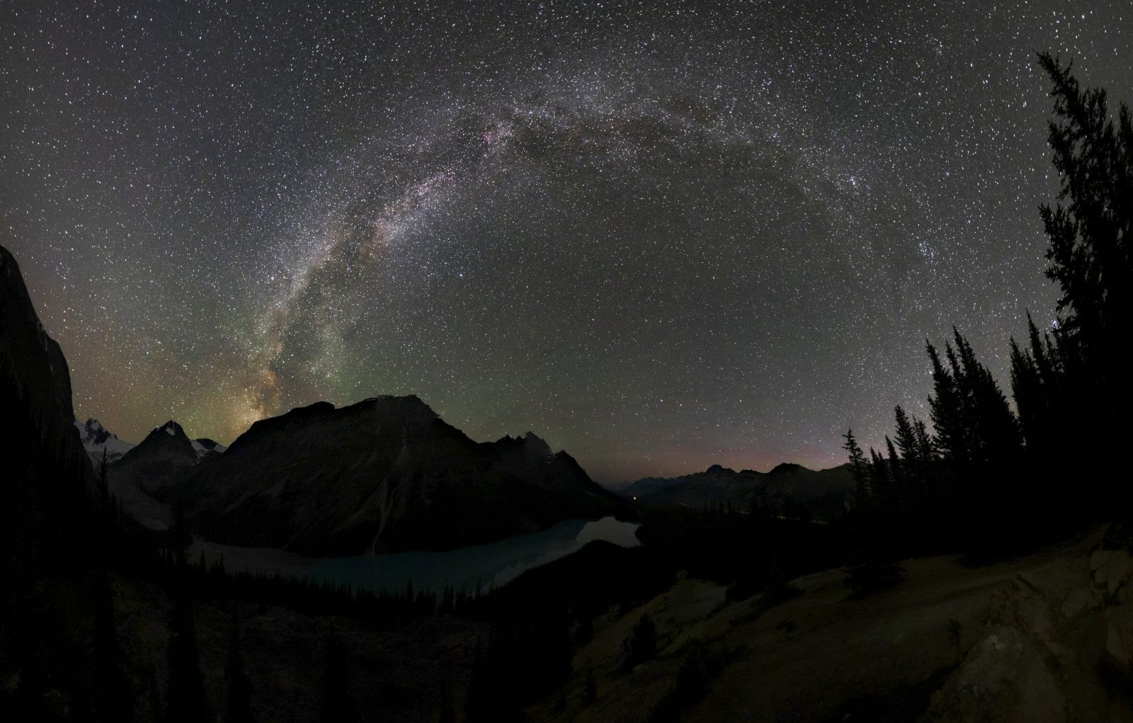 Curve of milkyway above peyto lake