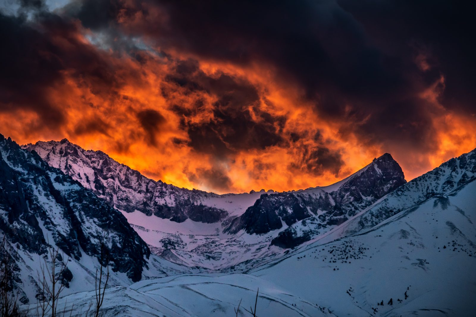 A Wild & Intense Sunset Over The SIerra Nevada (The Thumb)