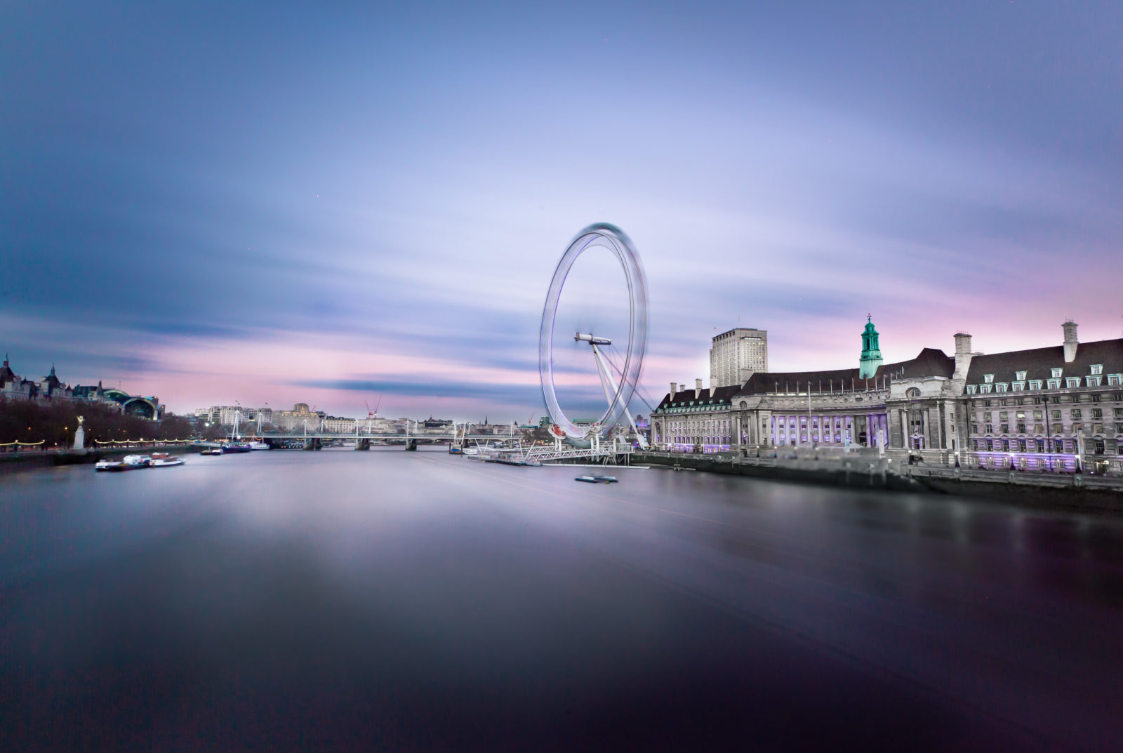 clounds movements over london eye